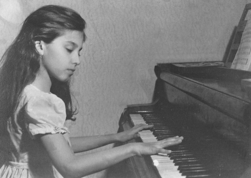 a young Georgiana Rosca playing the piano
